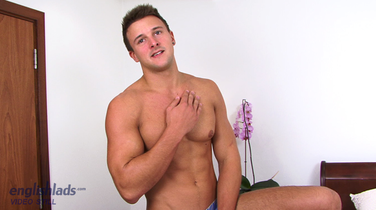 English Lads Drew Daniels Porn - Muscular Hunk Drew Daniels - Bulging Body & A Long Thick Uncut Cock!