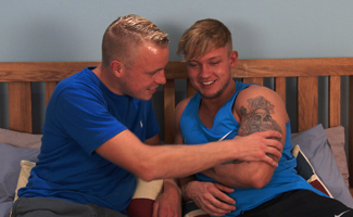 Straight Muscular Stud Albie Wicks fucks his 1st Man & Chris Little gets a Rough Ride!