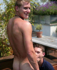 Englishlads.com: Blond Str8 hunk Liam - gives in and lets Kev suck and finger him!