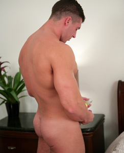 Englishlads.com: BodyGuard Connell - Playing with Dildos for his First Time!