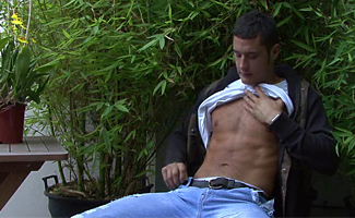Englishlads.com: Danny boy in the bushes