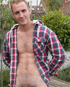 Englishlads.com: Hairy Straight Young Hunk Matt Cardle - When not Singing or Painting Find him Wanking in the Sunshine!