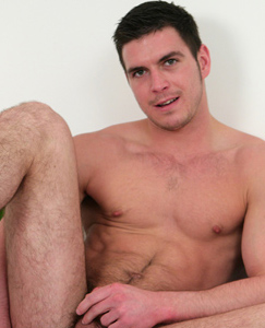 Englishlads.com: Hunky Favourite Lad Patrick O'Brian - Rides a Massive One!