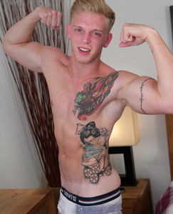 Englishlads.com: Muscular Straight Personal Trainer Tom & his Big Uncut Cock!
