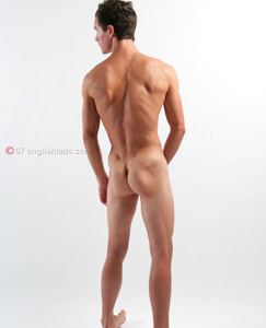 Englishlads.com: New str8 lad Rick shows off!