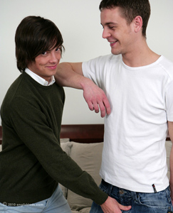 Englishlads.com: Str8 boy Jack Takes Advantage of Gay Boy Jason & Enjoys his 1st Mouthful of big Sausage!