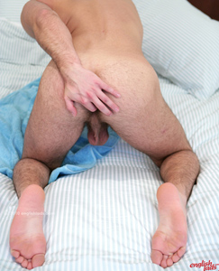 Englishlads.com: Str8 Hairy Young Rugger Leon Pushes his Boundaries & probes his Hairy Hole!