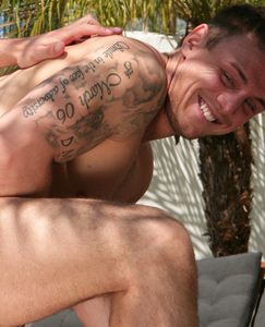 Englishlads.com: Straight marine Tyler kisses and gets fucked by lucky Dan
