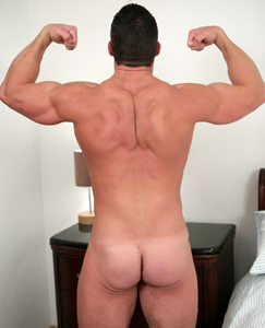 Englishlads.com: Tall, Muscular Connell - Massive Shoulders & Equally Big Uncut One!