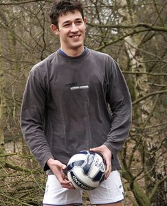 Englishlads.com: Footie lad Anthony wanks out in the park and covers his cock and balls with cum