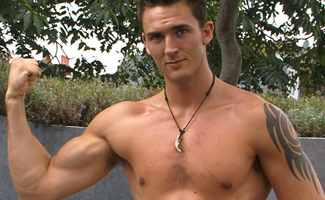 Englishlads.com: Fun in the Sun with Laid Back Leo's Luscious Long Uncut Dong!