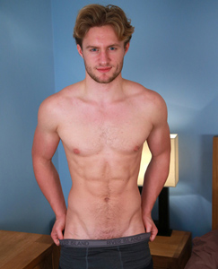 Englishlads.com: Handsome Straight Lad Aaron Shows His Body & Bum and has a Cum Explosion!