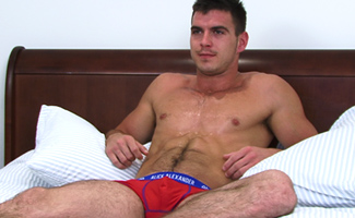 Englishlads.com: Horny Str8 Geezer Paddy O'Brian Lets Dan Broughton be the 1st Man to Suck him! What an Explosion!