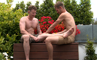 Massively Hung Straight Lad Tom gets his 1st Wank and Blow from a Man!