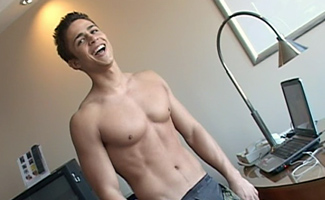 Str8 hunk James works out