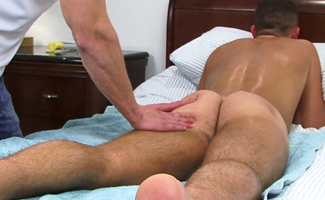 Tall Straight Dude Jude Gets Massaged and Enjoys his First Wank From a Guy!