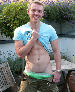 Englishlads.com: Muscular Personal Trainer Joe - Well Proportioned & Probably The Sites Biggest Jizzer!