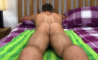 Straight Personal Trainer Rich has One Perfect Bubble Butt - Today his First Man Handling & What a Load!