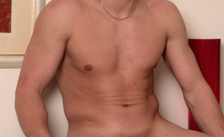 Englishlads.com: Str8 hunk gets fingered