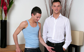 Englishlads.com: Str8 hunk Rick flips with Scott