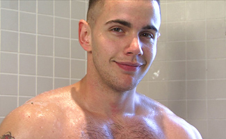 Englishlads.com: Str8 hunky Builder Scott covered in Foam & Ultra High Pressure Ending!
