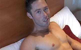 Englishlads.com: Str8 PT Ian shows off