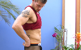 Englishlads.com: Str8 rugby hunk Jon Saunders - how hard can a cock get?!