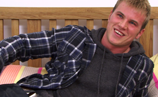 Englishlads.com: Straight hunk Hayden Harris - strips off and lets Kev ravage him with a toy!