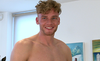 Englishlads.com: Tall & Muscular Straight Lad Noah Wanks his Massive Cut Cock & Drowns Himself in Cum!