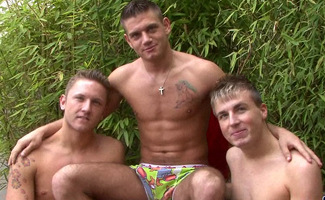 Englishlads.com: Three lads chain fucking