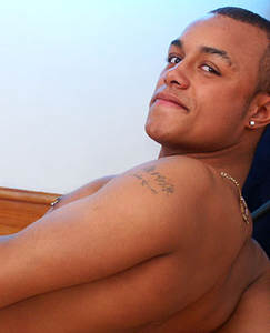 Englishlads.com: Tyson plays with his nipples, fingers his hole and cums on his stomach