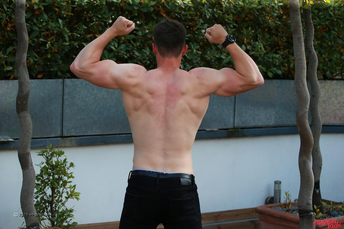 Muscly hunk sprays cum