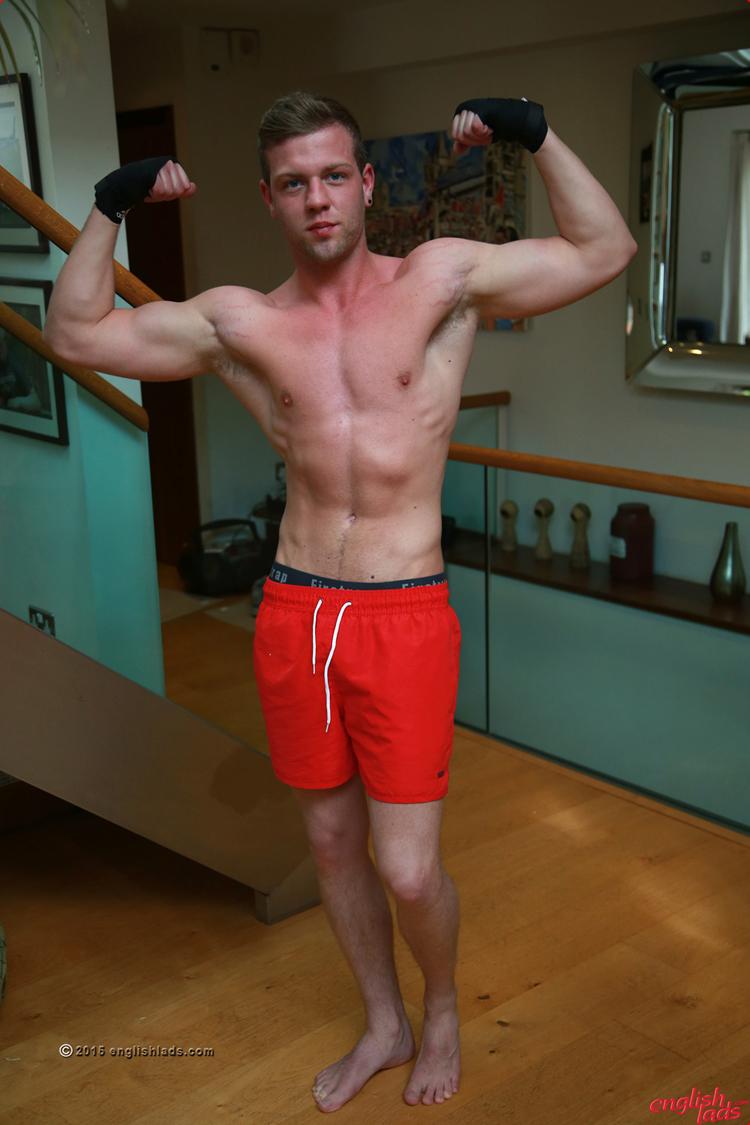 Straight British Bodybuilder Wanking