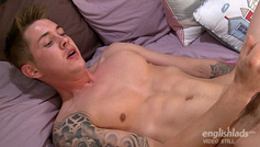 Straight Hunter Shoves a Dildo up his Bum for the 1st Time and Loves It!