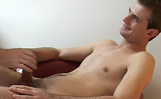 Str8 hunk gets wanked
