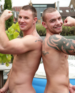 Englishlads.com: Bulging Str8 Muscles - Training Partners Bailey & Andy