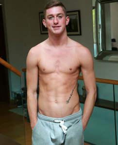 Englishlads.com: Cheeky Young Personal Trainer Leigh Knows How to Show off his Body & Work his Hole!