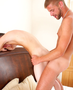 Englishlads.com: Gay hunk Ed pounds straight hunk Patrick for the first time!