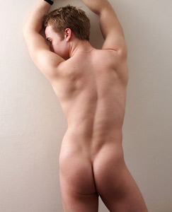 Englishlads.com: Muscular AND hung, sexy young stud Gabriel shows off in his tight aussiebums