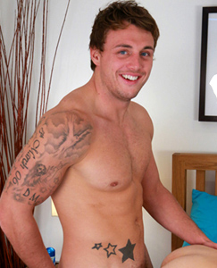 Englishlads.com: Muscular Straight Marine Tyler Passionately Kisses Chris then Fucks Him Hard!