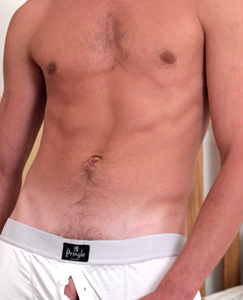 Englishlads.com: New lad Harry - This str8 lads knows how to show off his body!