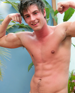 Englishlads.com: New Lad Liam - Pumped Up Straight Hunk Shooting in the Sunshine!