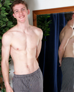 Englishlads.com: Sport straight hunk Dan shows off his toned body