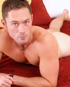 Englishlads.com: Straight stud Ian poses in his tighty whities