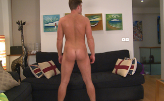 Bonus Video of Leo William's Photo Shoot - Straight Builder Shows us his Hairy Body & Shoots a Load on the Floor!